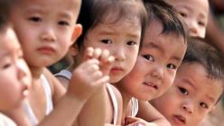 中国结束独生子女时代全面放开二孩政策